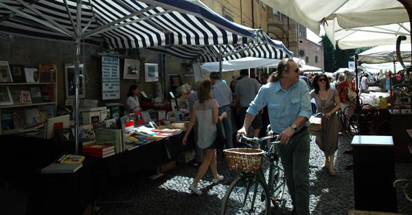 Santo-Stefano-vintage-market-Bologna