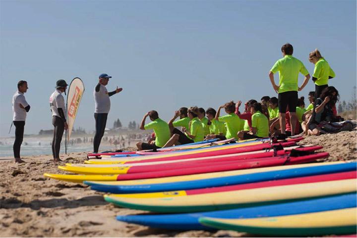 Lekce-surfovani-v-Perthu